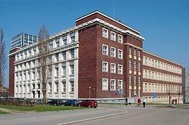 Brno-Veveří_-_Faculty_of_Law,_Masaryk_University_(02)