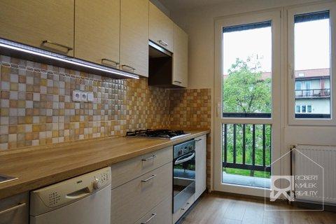 Kuchyň se vstupem na balkon