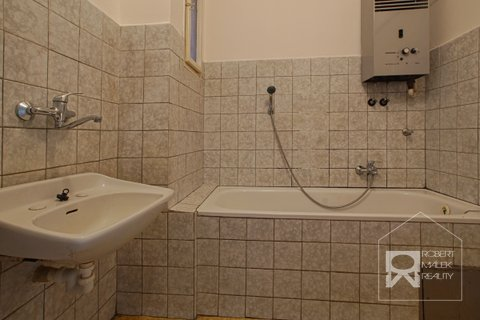 Koupelna s vanou a karmou