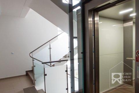 Chodba + výtah v domě