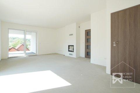 Obývací pokoj - pohled od kuchyňského koutu