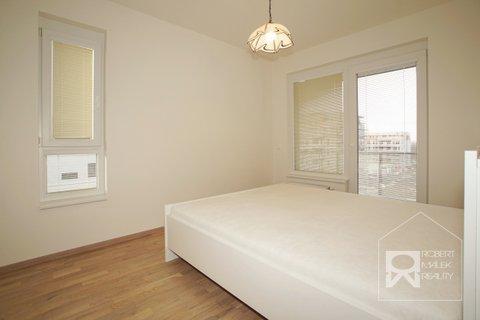 Ložnice se vstupem na balkon