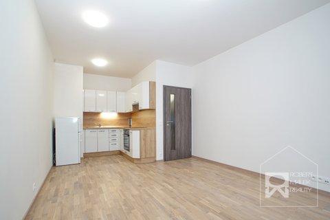 Obývací pokoj s kuchyňskou linkou na míru