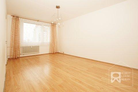 Obývací pokoj - pohled od dveří