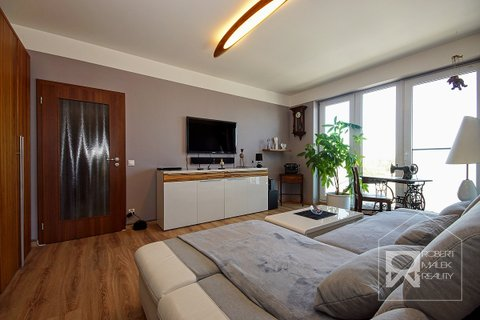 Obývací pokoj - pohled z kuchyně