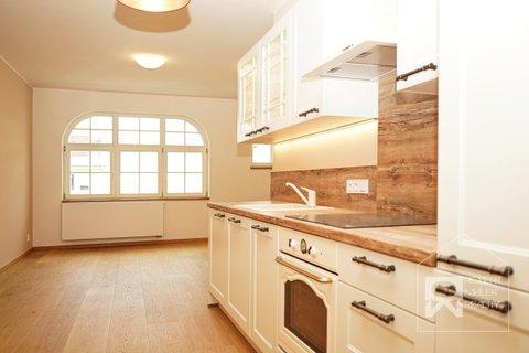 Kuchyňská linka s obývací částí