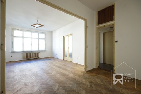 Hala + obývací pokoj