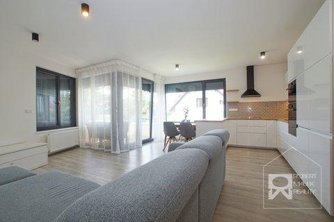 Obývací pokoj s kuchyňským koutem 3