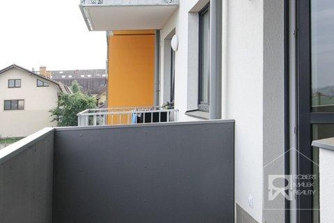 Vstup z obývacího pokoje na balkon