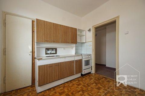 Kuchyně - pohled od okna