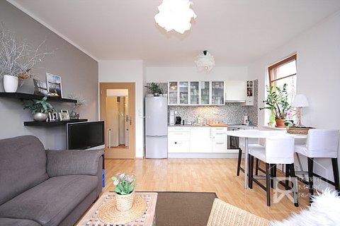 Obývací pokoj - pohled směrem od balkonu