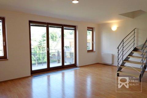 Obývací pokoj + balkon