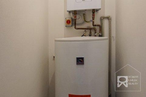 Technická místnost s elektrokotlem + zásobních na teplou vodu