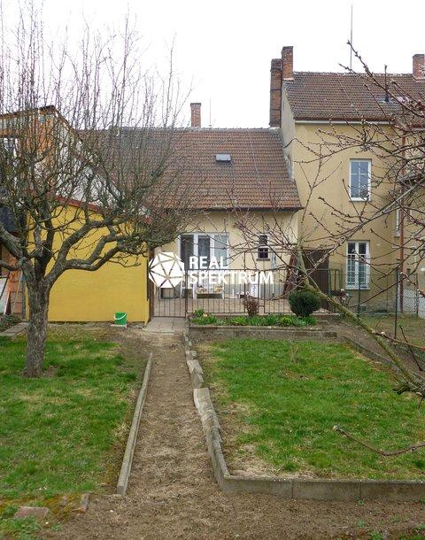 Dům ze zadu