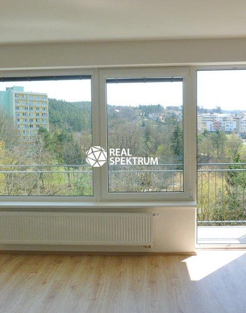 Pokoj s balkonem výhled ok