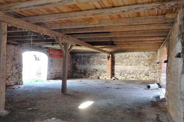 Pronájem stodoly 400m² v  Biskupicích