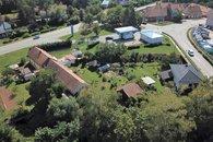 dům pohled z dronu_
