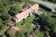 dům pohled z dronu___