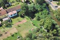 dům pohled z dronu__