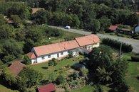 dům pohled z dronu