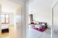 pohledy ložnice a obývací pokoj