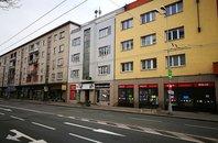 Pronájem obchodních prostor s výlohou na Gočárově třídě v Hradci Králové, 45,4 m²