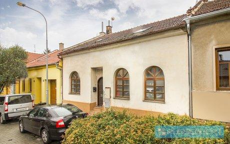 Prodej, RD 6+kk, zahrada, sklep, možnost garáže, krásné klidné místo, pozemek 310 m2, Ev.č.: 29463
