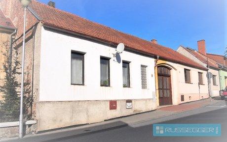 Prodej rodinného domu, rozdělen na dvě samostatné bytové jednotky 2+1 a 1+1, pozemek 1.007 m2, Ivančice, Ev.č.: 29543