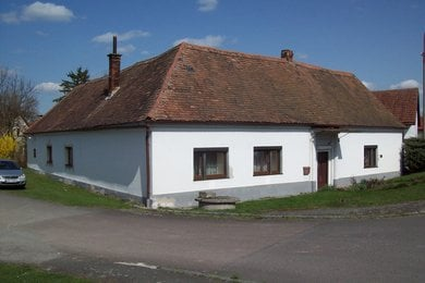 Prodej rodinného domu  s velkými technickými prostory v Ostrově., Ev.č.: 00021