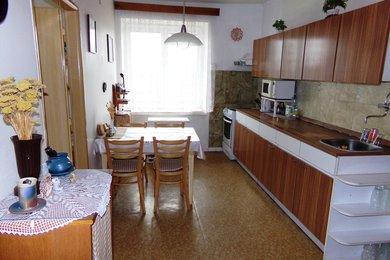 Prodej zděného bytu 2+1 se zahrádkou , Jehnědí, Ev.č.: 00057