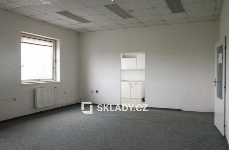 Kancelář v patře
