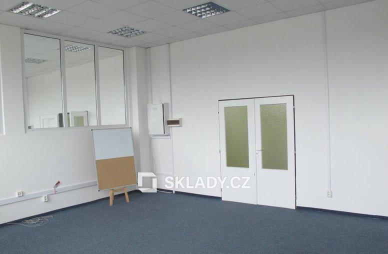 kanceláře v patře