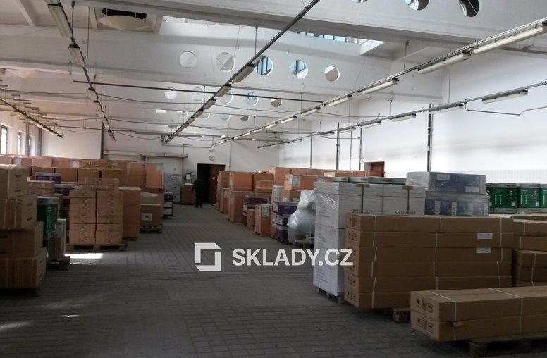 skladové prostory v patře  (2)
