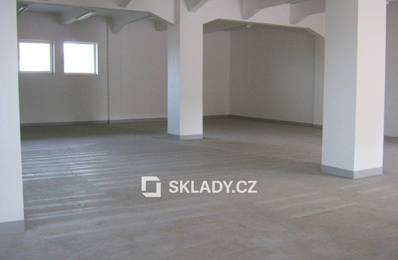 sklad 305 m2
