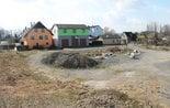 Budova na pozemku