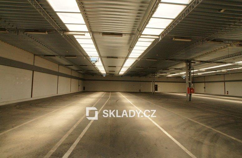 Zateplený sklad 880 m2