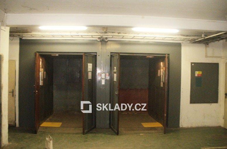 Přízemí nákl.výtahy