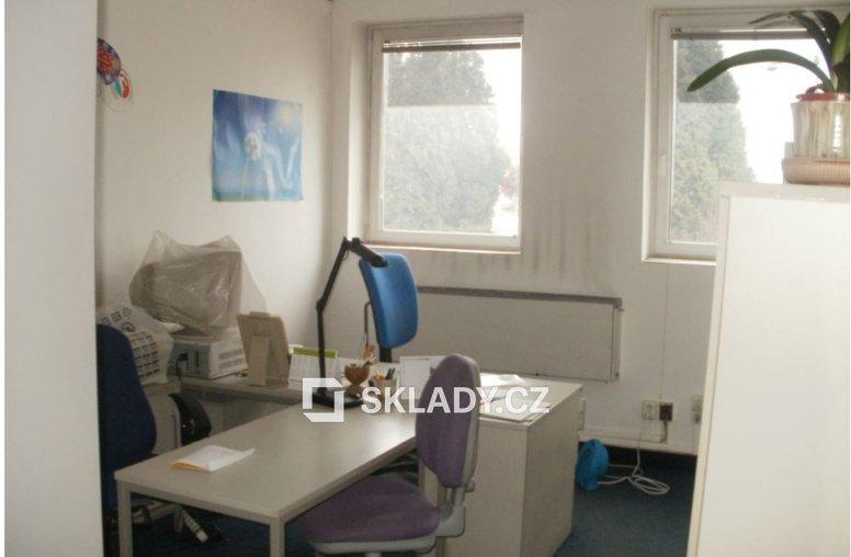 kanceláře v patrech