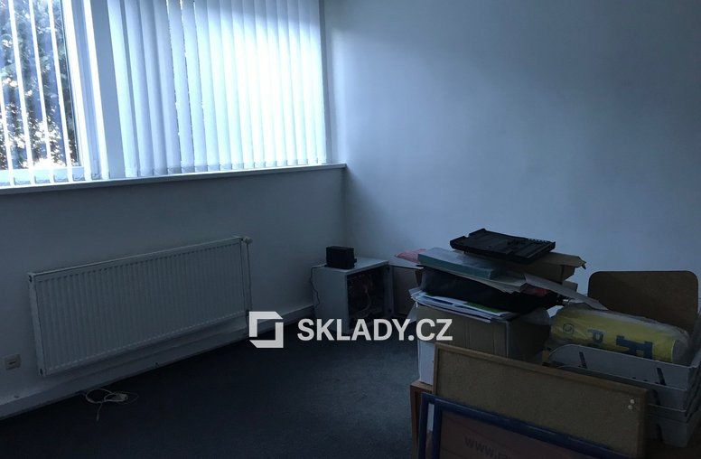 kancelář uvnitř haly