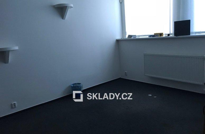 kancelář v hale