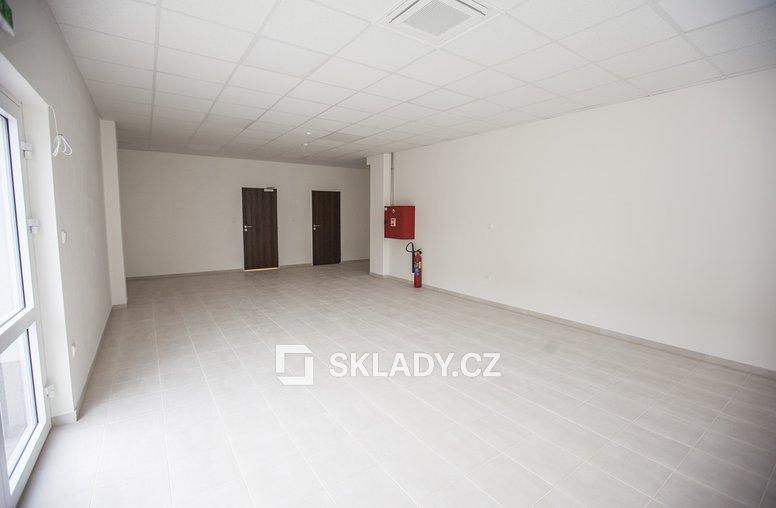 Kanceláře v hale