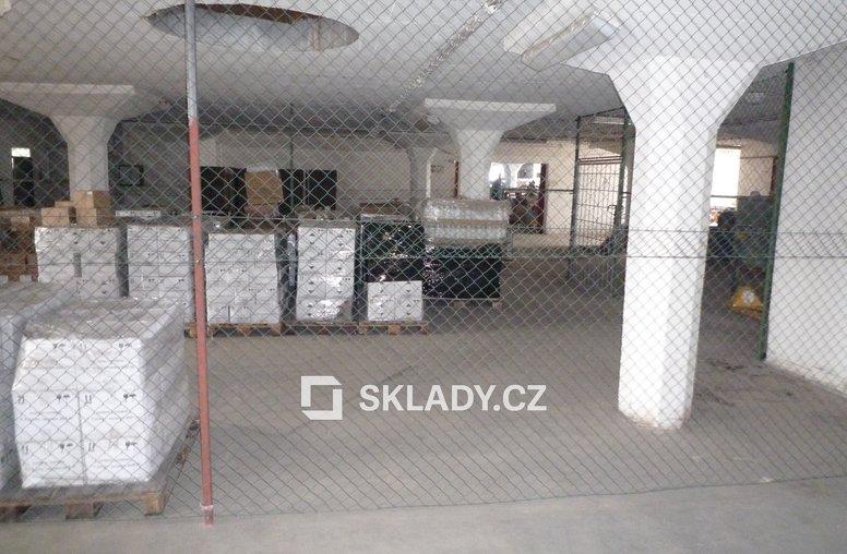 oddělení prostor ve skladu