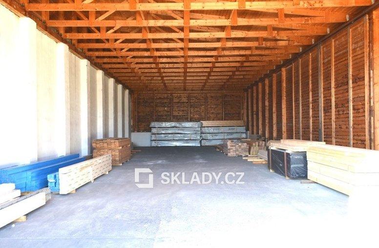 sklad s betonovou podlahou