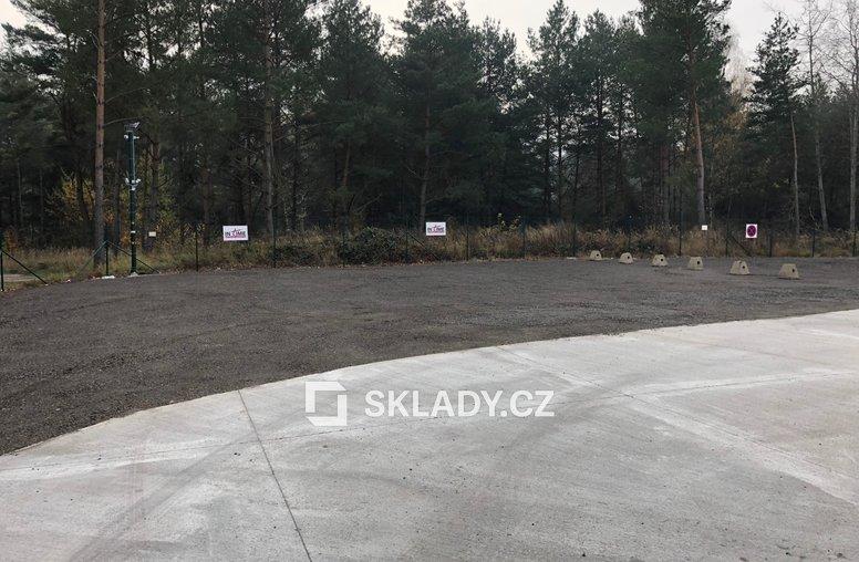 Parkování u skladu