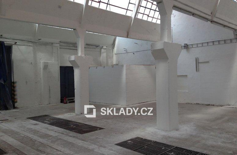 Brno - skladové prostory - 262 m2,