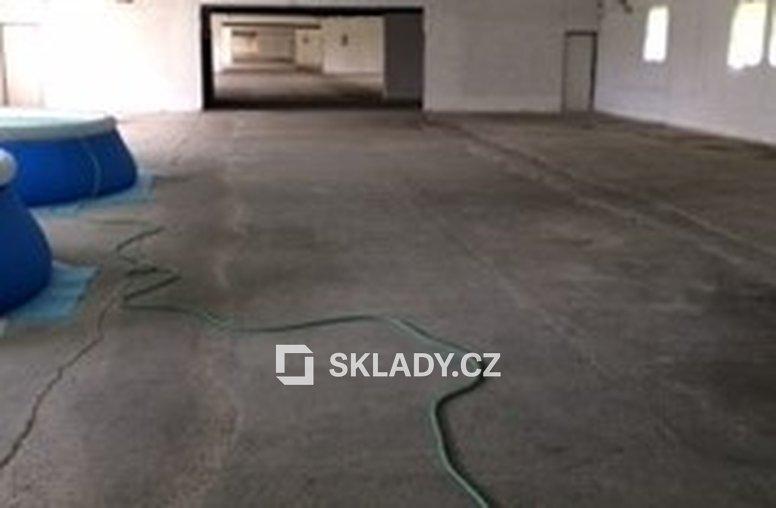 Kamenný přívoz - skladové prostory (2)