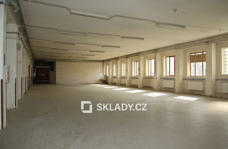 Slavkov - skladová hala 1000m2-