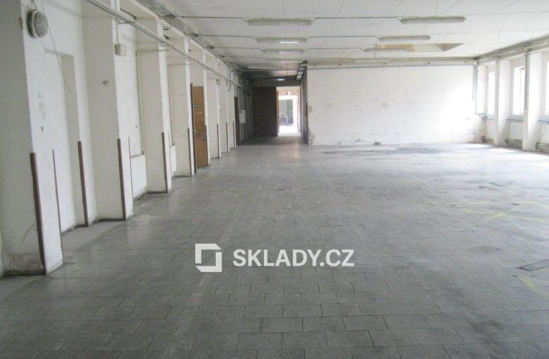 Slavkov - skladová hala 1000m2,