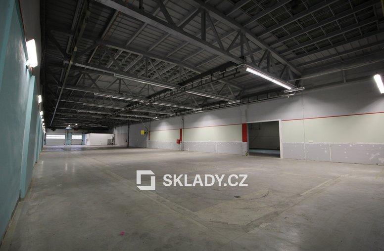 skladové prostory 1736 m2