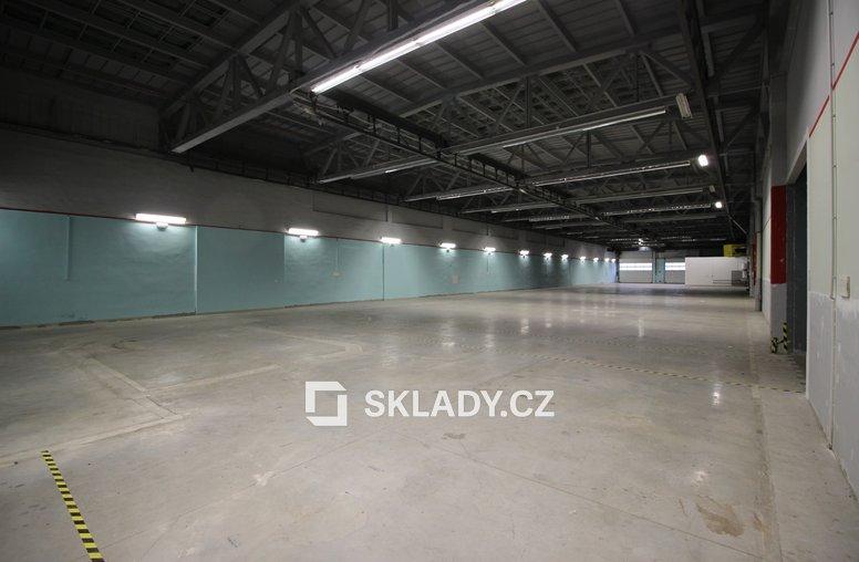 skladové prostory 1736 m2 (2)
